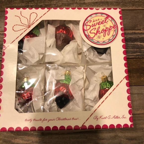sweet shoppe Other - Sweet shoppe chocolate covered strawberry ornament